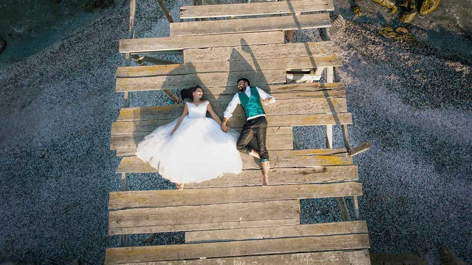 VIDEO TRASH THE DRESS